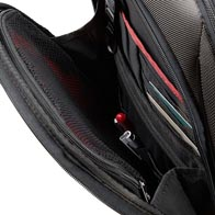 Ampia tasca anteriore con cerniera e organizer più grande.